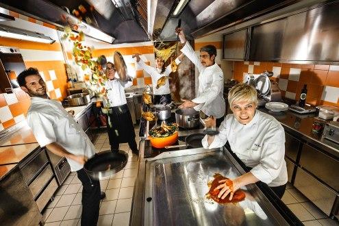 Barbara Scabin e la brigata di cucina