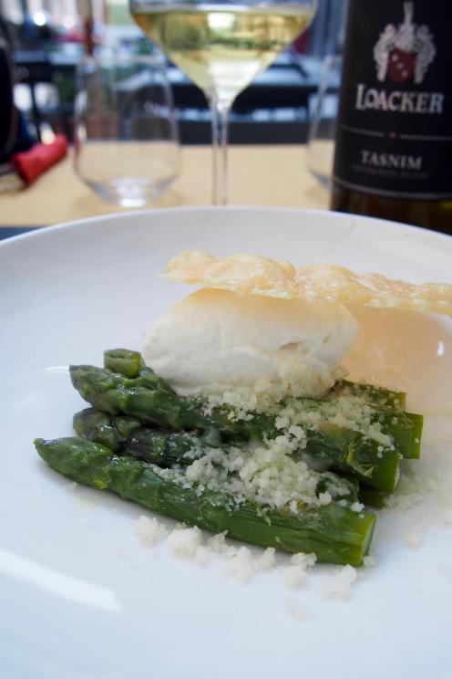 Asparagi con mousse di parmigiano