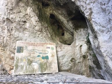 L'ingresso alla grotta di Vrelo