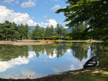 Il lago nel parco del Motsū-ji Temple