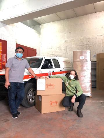 La comunità Slow Food Wenzhou con Slow Food Torino ha consegnato 500 colombe donate da Galup ai medici, infermieri e volontari della Croce Rossa e Croce Verde di Torino